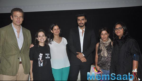 Anupama Chopra,Arjun Kapoor And Zoya Akhtar Posing With Group At MAMI Film Round Table Interactions