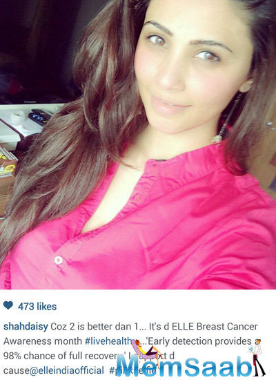 Daisy Shah Supporting Ogaan Cancer Foundation Pink Selfie