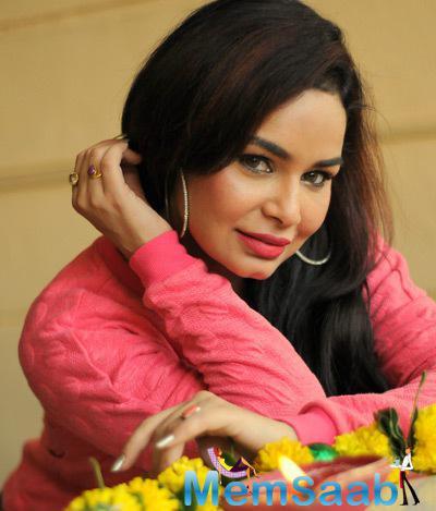 Kavitta Verma Stunning Hot Look In Red Lippy At Diwali Celebration