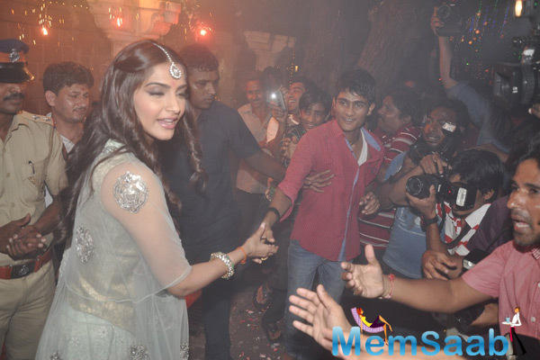 Sonam Kapoor Meets Her Fans During Diwali Celebration At Outside Of Her Residence