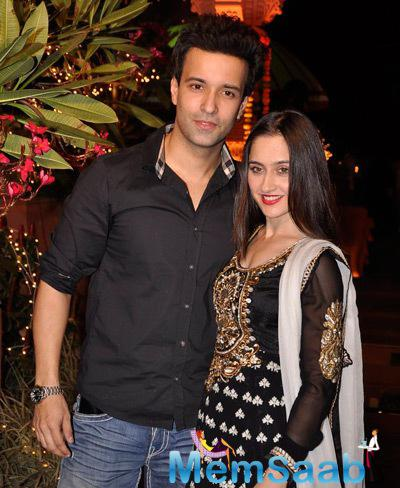 Aamir Ali Posed With Wife Sanjeeda Sheikh At Sachiin J Joshi And Urvashi Sharma Diwali Bash