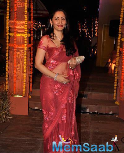 Manyata Dutt Smiling Pose At Sachiin J Joshi And Urvashi Sharma Diwali Bash