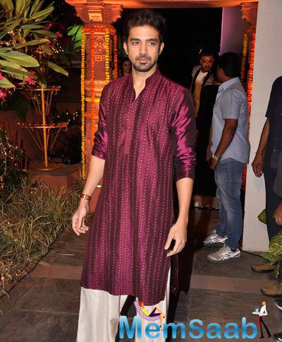 Saqib Saleem Nice Look At Sachiin J Joshi And Urvashi Sharma Diwali Bash