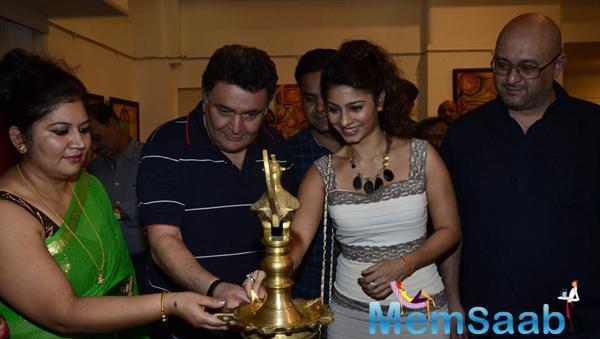 Rishi Kapoor And Tanishaa Mukerji Light The Candle For Inaugurating Dr. Seema Chaudhary And Nitin Chaudhary Art Show