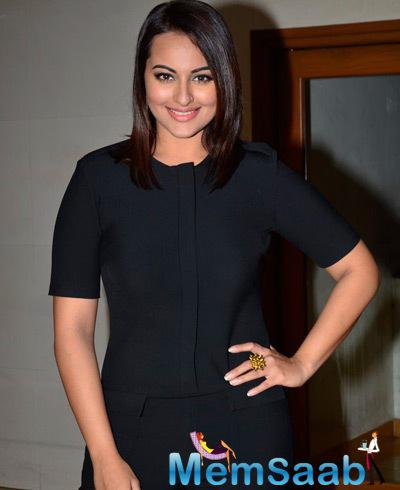 Sonakshi Sinha Looked Fabulous During The Promotion Of Action Jackson On KBC Sets