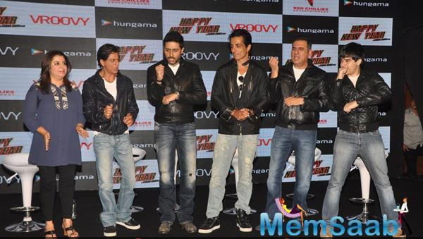Farah,SRK,Abhishek,Sonu,Boman And Vivaan Celebrate The HNY Mobile Game Success