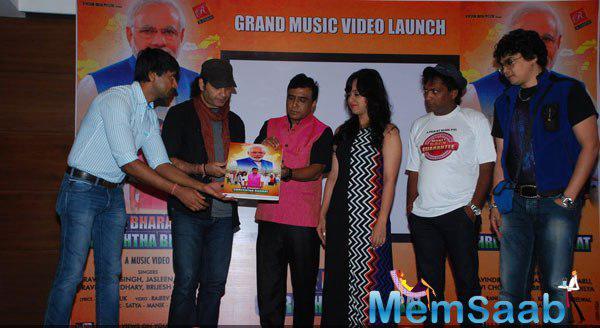 Mohit Chauhan,Ravindra Singh,Monali Sehgal And Sunil Pal During The Launch Of Ek Bharat Shreshtha Bharat Music Video