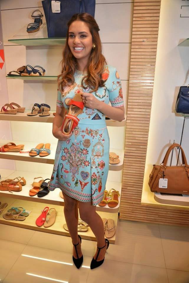 Esha Gupta Endorses Bata Store In Mumbai