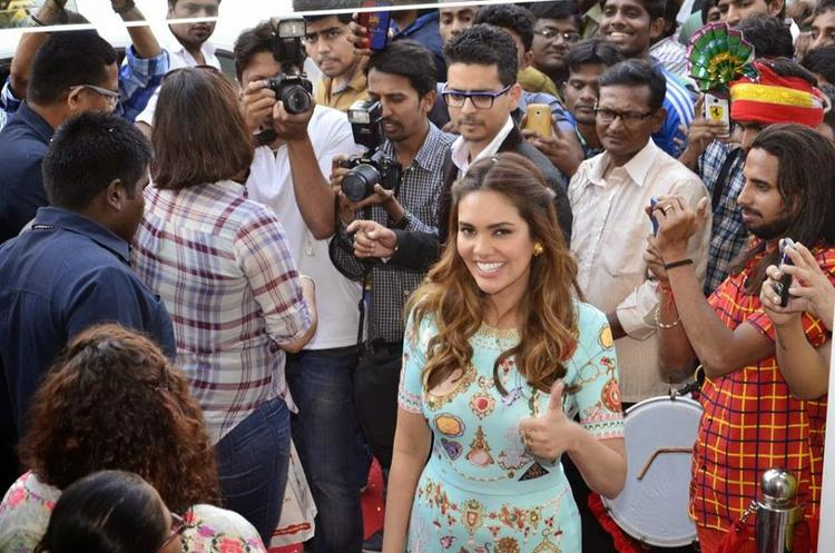 Esha Gupta At The Launch Of New Bata Store In Pali Hill Road Mumbai
