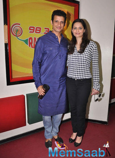 Sharman Joshi And Shweta Kumar Strike A Pose For Shutterbug At Promotional Event Of Super Nani