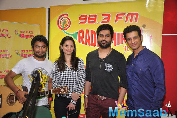Shweta Kumar And Sharman Joshi Posed At Super Nani Promotion At Radio Mirchi