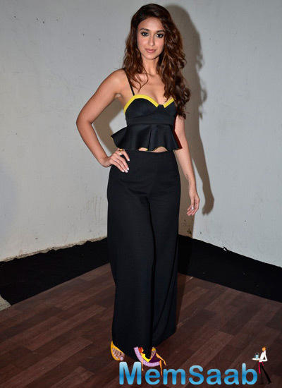 Ileana D'Cruz Sexy Look Pose During The Press Meet Of Happy Ending
