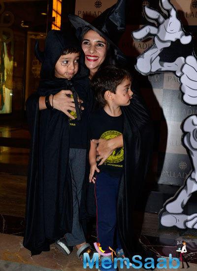 Tara Sharma Posed With Her Kids At Palladium Halloween Bash