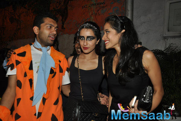 Shraddha Kapoor Posed With Friends At Nido Halloween Night Bash