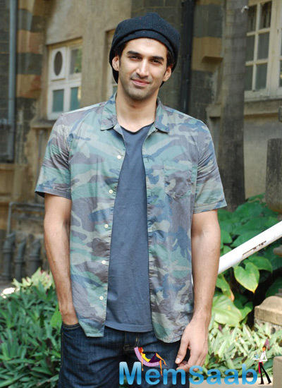 Aditya Roy Kapur Cool Handsome Look During The Inauguration Of Ceramic Pottery Exhibition