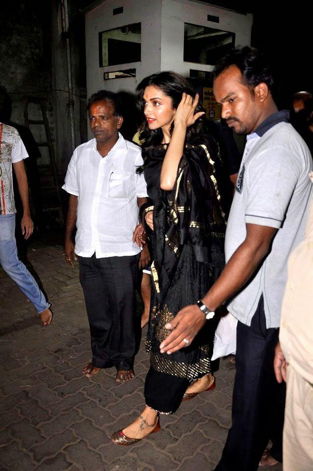 Deepika Padukone Arrived Siddhivinayak Temple In Mumbai