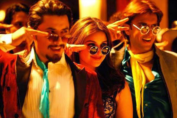 Ali Zafar,Parineeti Chopra And Ranveer Singh Dance Pose From Kill Dill Movie