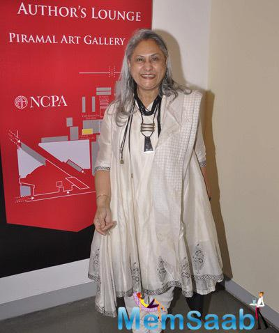 Jaya Bachchan Cool Laugh Pose For Media During The Press Meet Of Tata Literature Festival