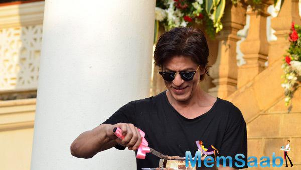Shah Rukh Khan Cutting Cakes For Fans On His 49th Birthday