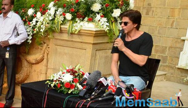 Shah Rukh Khan Interacted With Media For Hours On His 49th Birthday