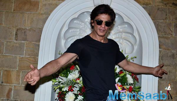 Shah Rukh Khan Strikes His Signature Pose On His 49th Birthday