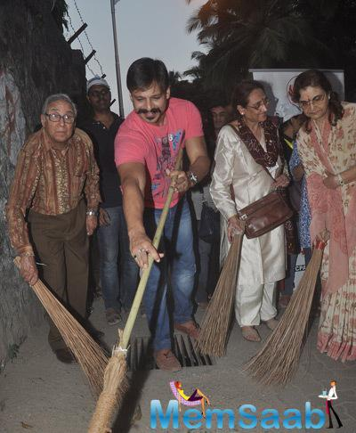 Vivek Oberoi Posed With Broom During CPAA Cleanliness Drive Event