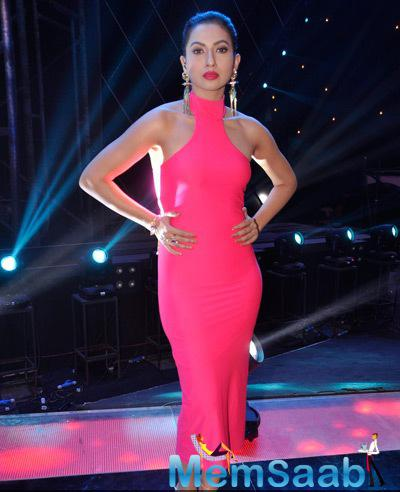 Gauhar Khan Hot Look In Pink Gown On The Sets Of India Raw Star