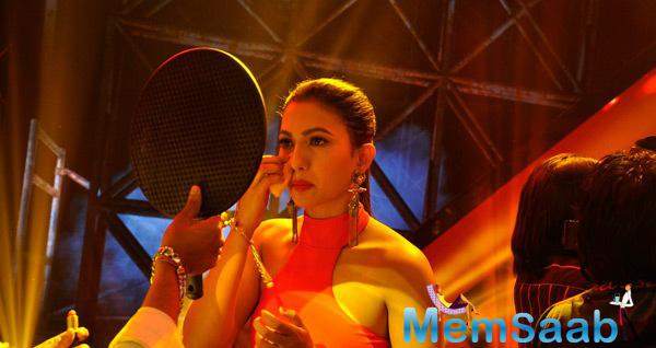 Gauhar Khan Take Make Up On The Sets Of India Raw Star