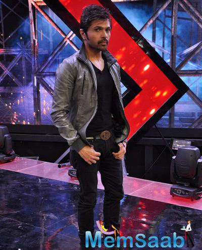 Himesh Reshammiya Cool Dashing Look On The Sets Of India Raw Star
