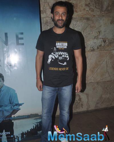 Abhishek Kapoor Posed For Camera At The Screnning Of Gone Girl