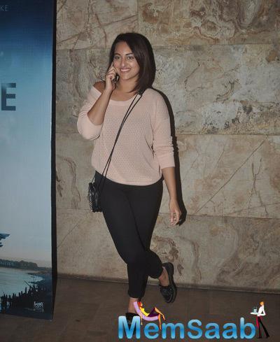 Sonakshi Sinha Cool Pose During The Screnning Of Gone Girl
