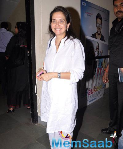 Anupama Chopra Flashes Smile Towards The Camera At The Premiere Of The Film Interstellar