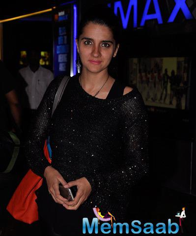 Shruti Seth In Black Dress Stunning Look At The Premiere Of The Film Interstellar