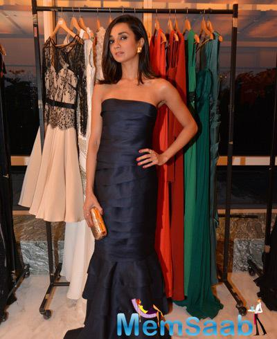 Ira Dubey Sizzling Look At The Vizyon Trunk Show