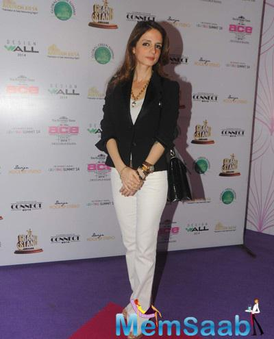 Suzanne Khan Posing For Camera At Ace Exhibition