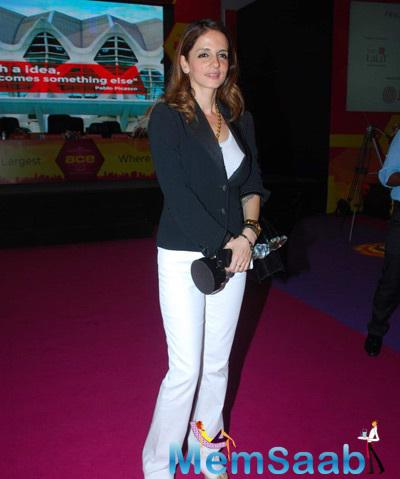 Suzanne Strikes A Pose With Trophy At The Inauguration Of ACE Interiors Exhibition