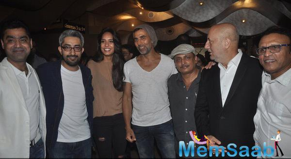 Lisa Haydon,Akshay Kumar,Piyush Mishra,Anupam Kher,Annu Kapoor And Others Clicked At The Screening Of Shaukeens Movie
