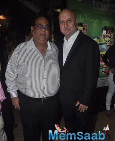 Satish Kaushik And Anupam Kher Posed For Camera During The Screening Of Shaukeens Movie