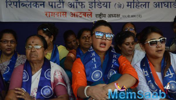 Rakhi Sawant Protests At Azad Maidan Against The Brutal Killings Of A Dalit Family