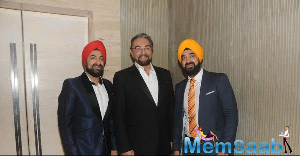 Kabir Bedi Poses With Manish Gandhi And Sumit Gandhi During ACETECH 2014 Felicitation And Gala Networking Night
