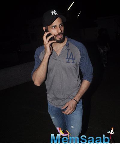 Siddharth Malhotra Clicked At Juhu