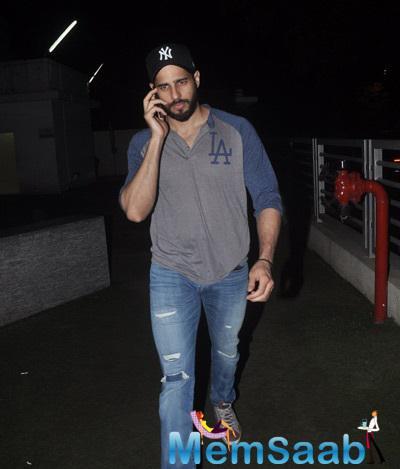 Siddharth Malhotra Snapped At Juhu