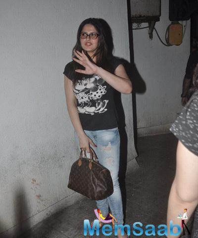 Zarine Khan With Chashmish Snapped At Juhu