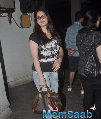 Zarine Khan Posing For Camera At Juhu