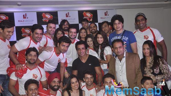 Sonu Sood Posing With Group Of Other TV Actors At Raj Joshilay Bash