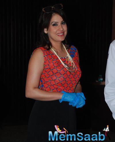 Amrita Raichand Smiling Pose During Cake Mixing Event