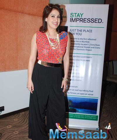 Amrita Raichand Stunning Look Posed For Camera During Cake Mixing Event