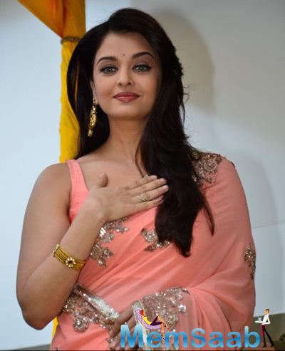 Aishwarya Rai Bachchan Beautiful Attractive Look During The Launch Of Kalyan Jewellery Store
