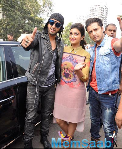 Ranveer Singh,Parineeti Chopra And Ali Zafar Strike A Pose For Camera During The Promotion Of Kill Dill Movie