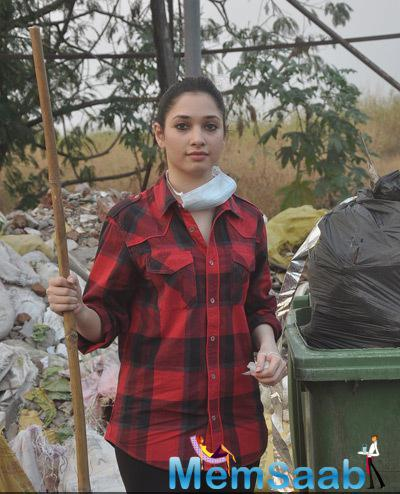 Tamannaah Bhatia Posing For Shutterbugs At The Cleanliness Drive Of Swachh Bharat Campaign